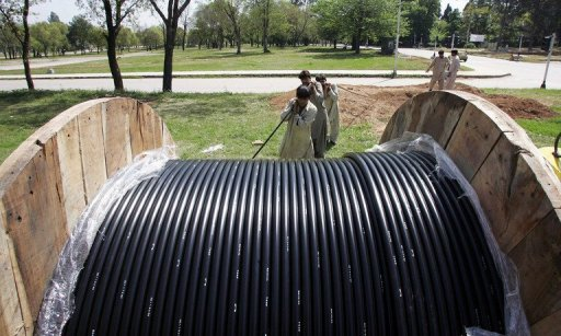 fiber-optic-cable-roll-out